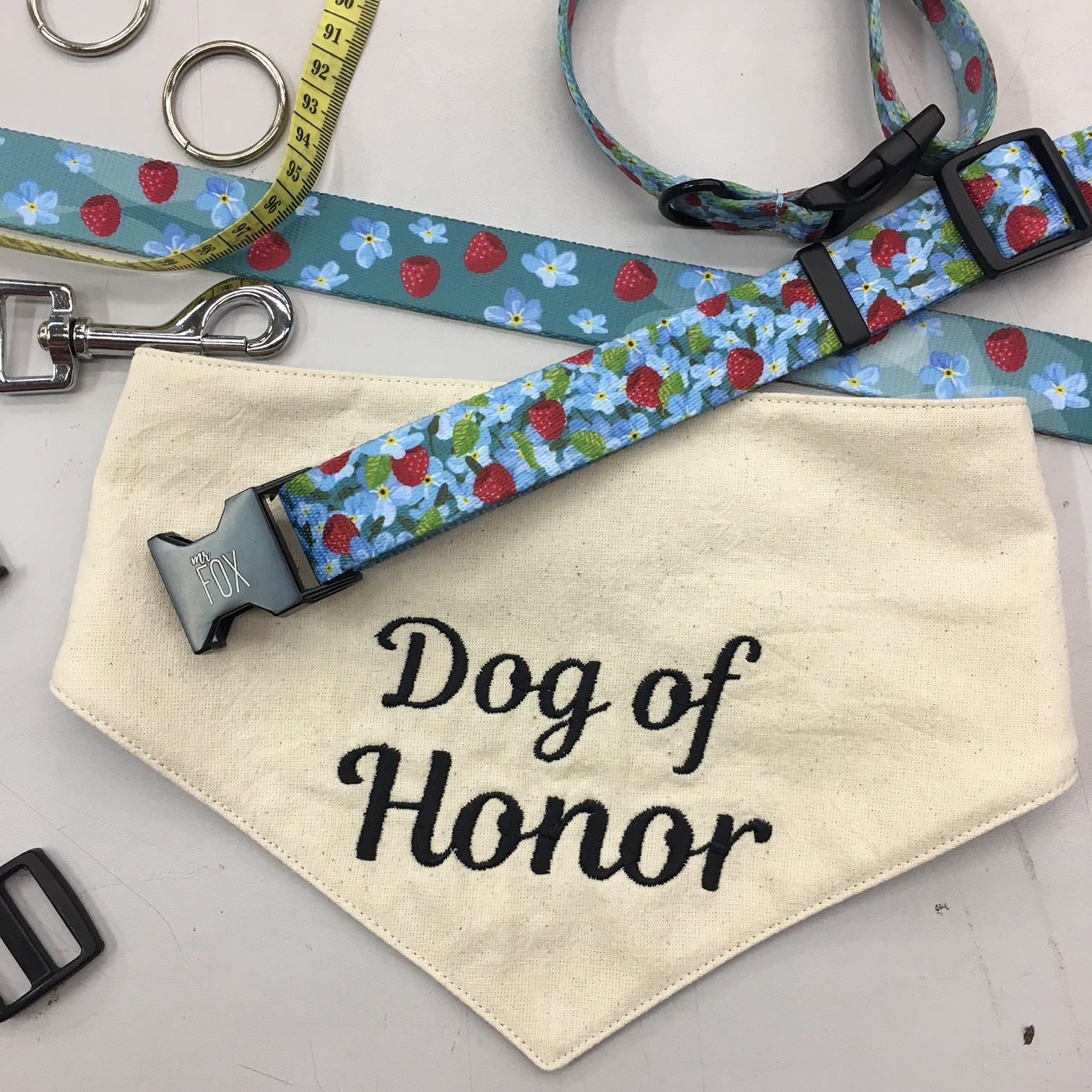 "bandama dla psa ""DOG OF HONOR"""